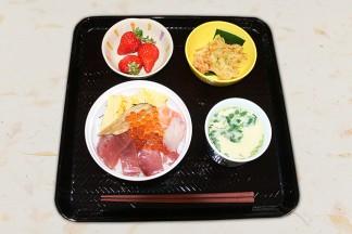 お茶会の日には海鮮丼を味わいました
