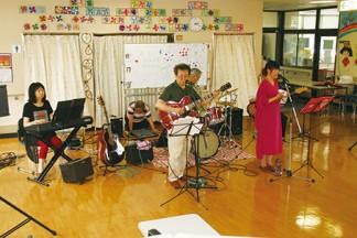 バンドの演奏を楽しみました