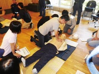 避難訓練と救急蘇生訓練を実施